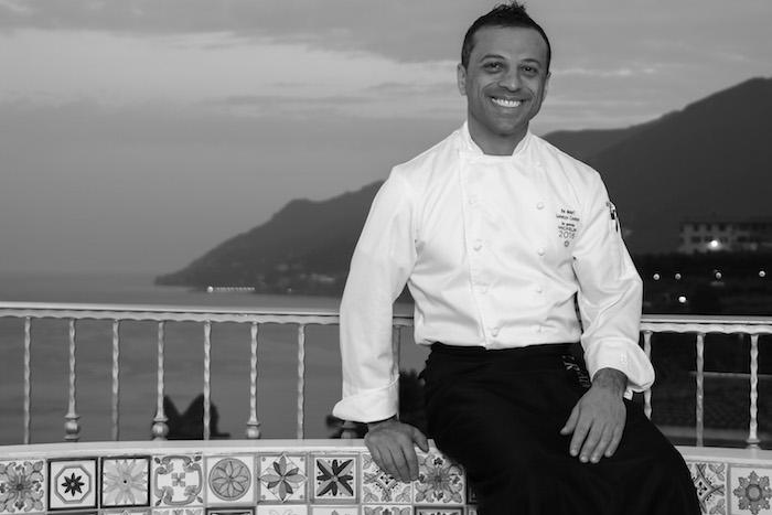 chef lorenzo cuomo ristorante sfondo costiera amalfitana
