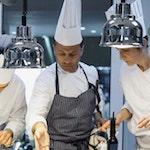 pietanze chef in cucina