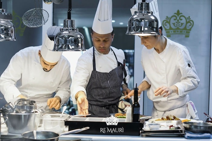 ristorante cucina a vista chef