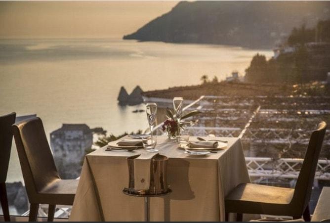 ristorante romantico a picco sul mare costiera amalfitana