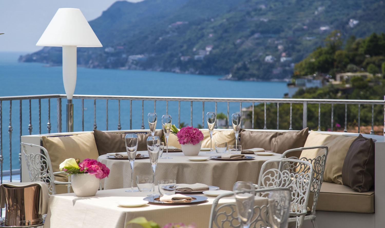 Ristorante con terrazza: l'incanto della Costiera Amalfitana da Re Maurì
